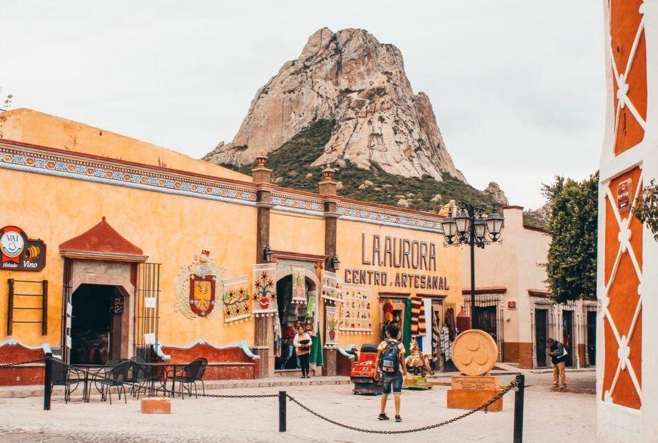 pueblo magico de Bernal, monolito mexico, que hacer en Peña de Bernal